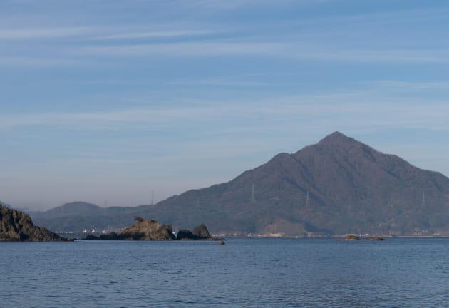 海越しに見る青葉山